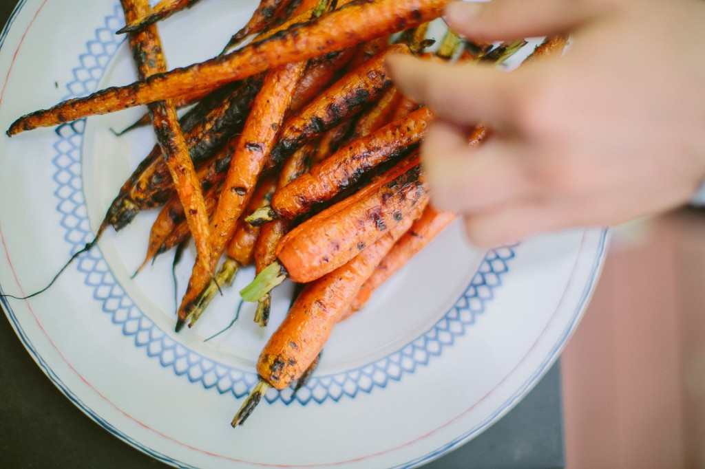 Grilled Carrots with Horseradish Yogurt Sauce over Lentils Happyolks-28