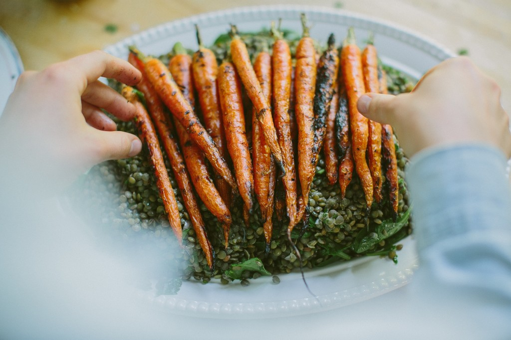 Grilled Carrots with Horseradish Yogurt Sauce over Lentils Happyolks-29